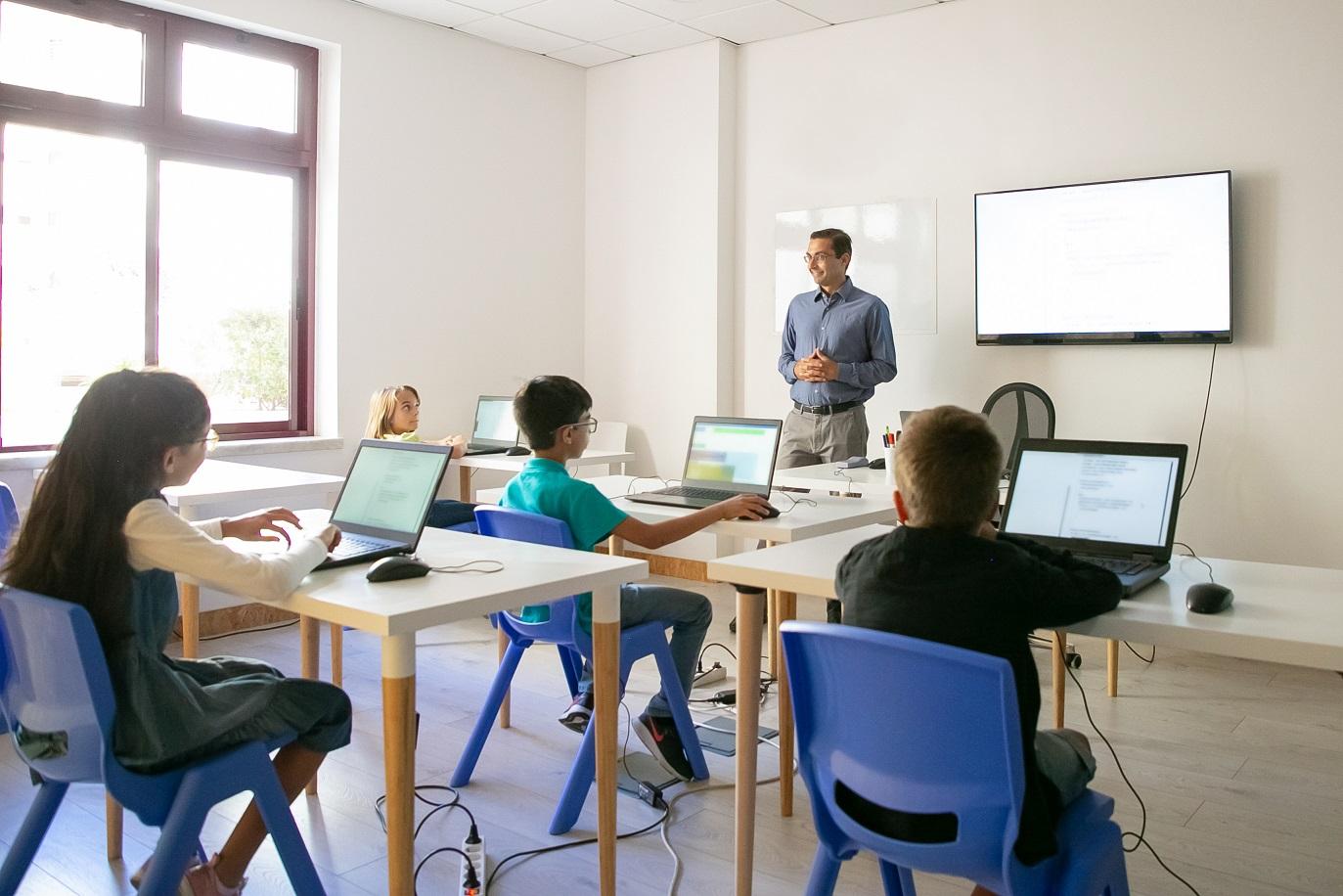Digitaler Lernraum in einer modernen Schule